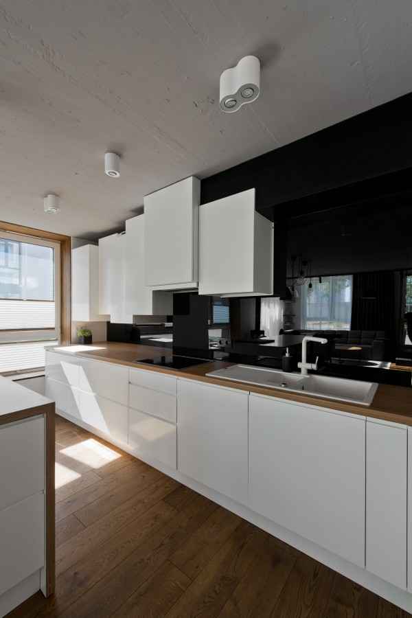 black-and-white-kitchen-600x900
