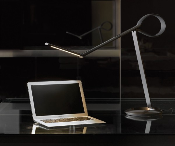 compasso-led-desk-lamp-600x503