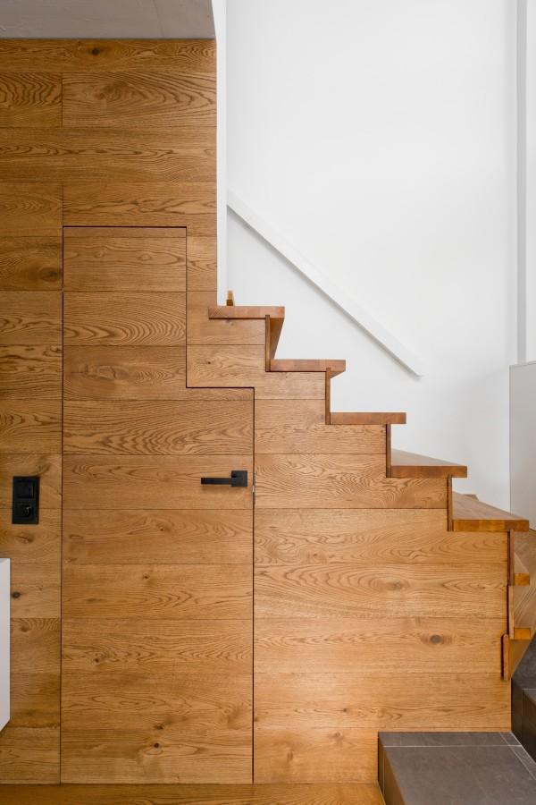 hidden-stair-closet-600x900