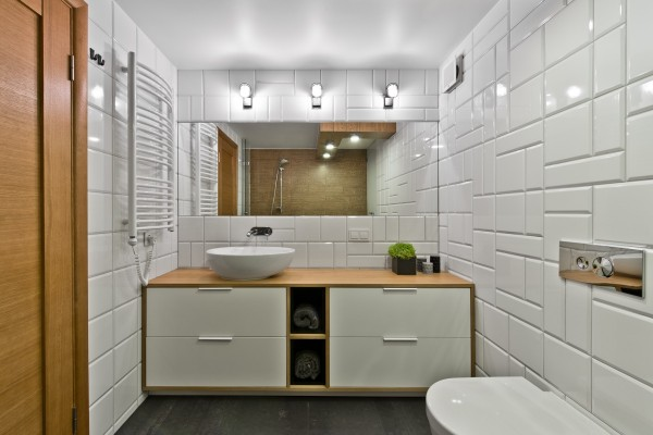 white-tile-bath-600x400