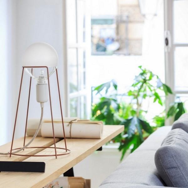 wire-frame-desk-lamp-600x600