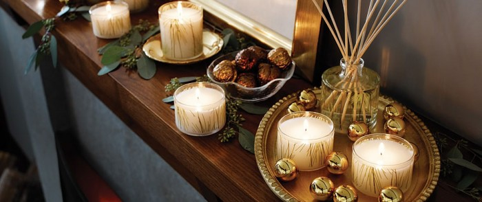 christmas-candle-mantel-decor-700x294
