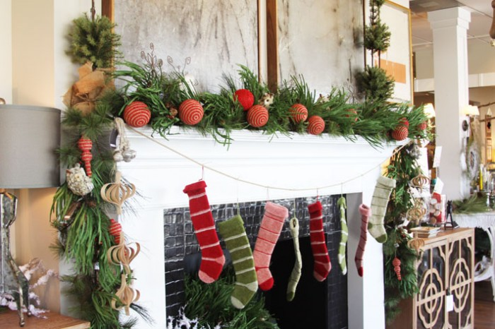 festive-holiday-mantel-700x466