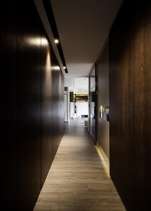 hallway-with-dark-wood-600x839