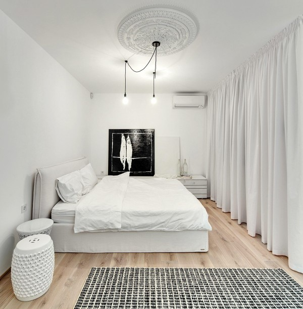 modern-classic-white-bedroom-600x611