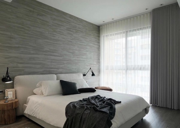 modern-monochromatic-bedroom-600x426