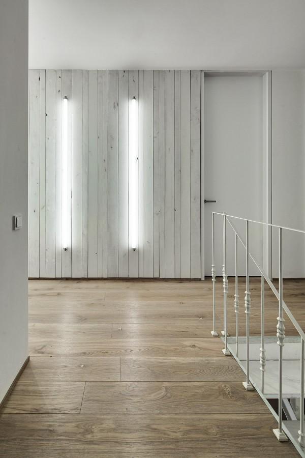 modern-whitewashed-wood-paneling-600x900