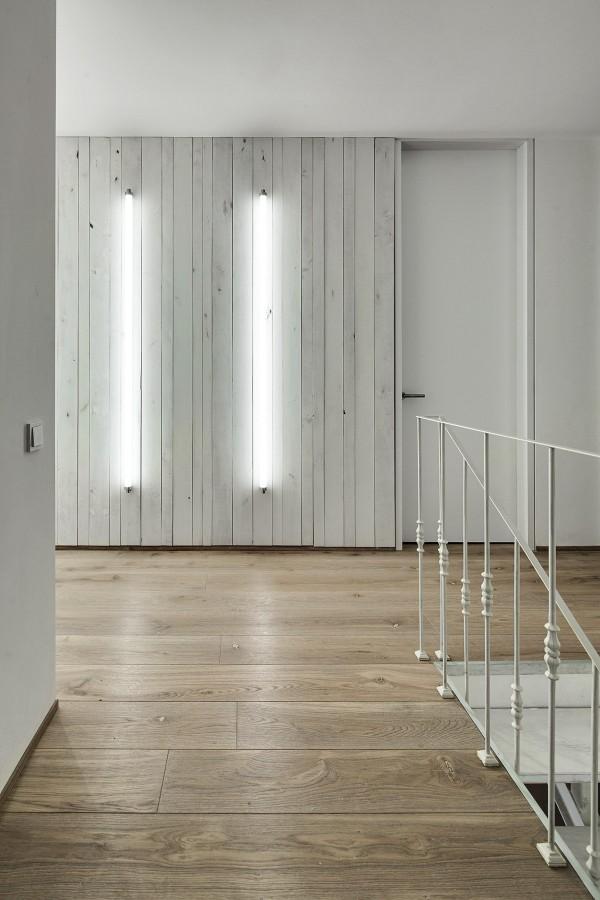 modern-whitewashed-wood-paneling-600x900