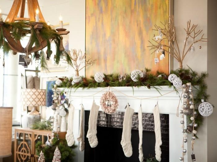 natural-christmas-mantel-decor-700x523