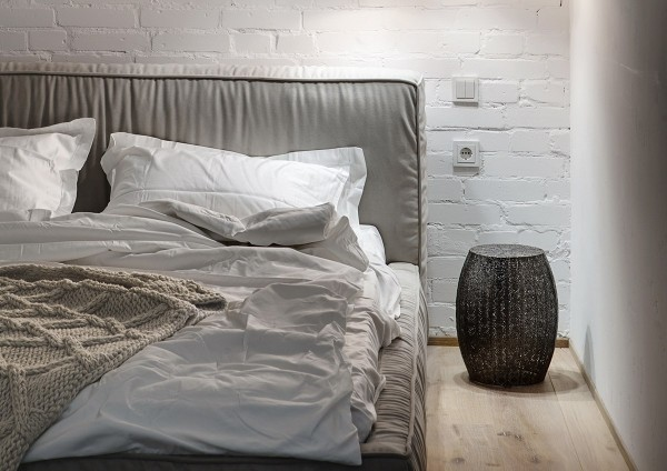 painted-white-brick-wall-bedroom-600x424