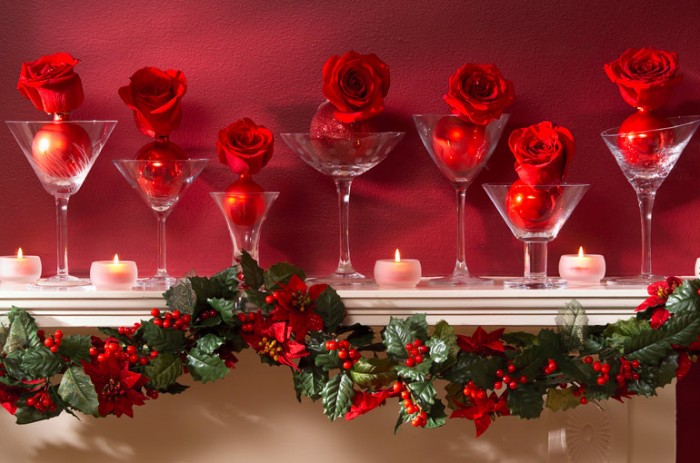 rose-christmas-mantel-decor-700x463