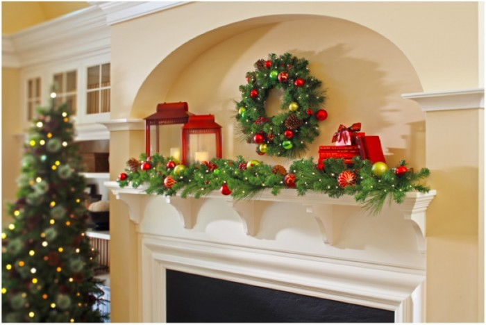 traditional-christmas-mantel-decor-700x468