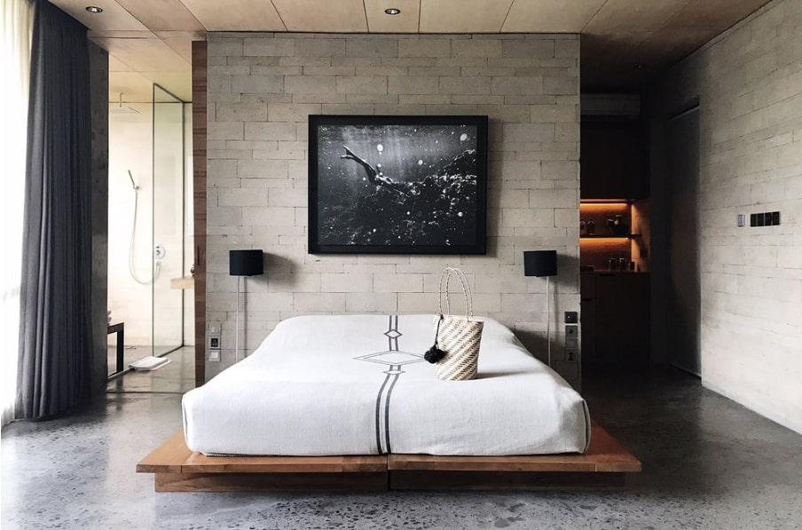 phòng ngủ có nội thất thô mộc ấn tượng