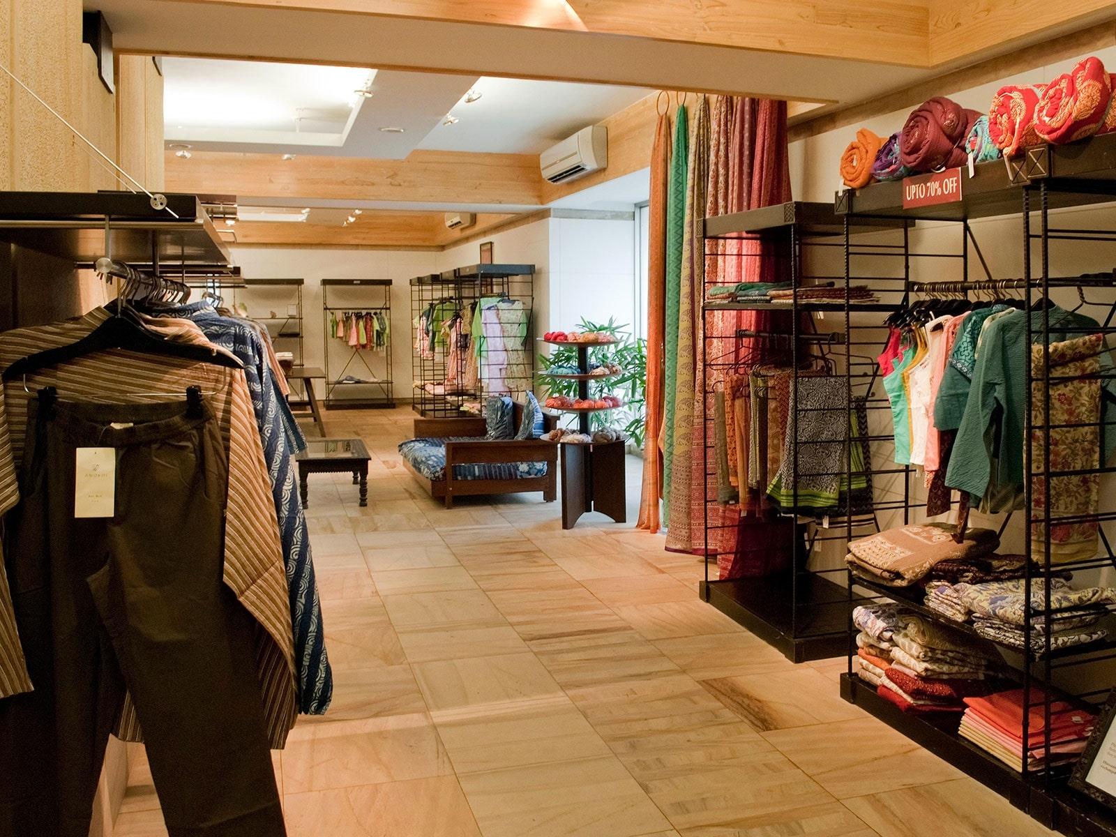 phong cách địa chỉ nơi thiết kế nội thất cửa hàng thời trang nam