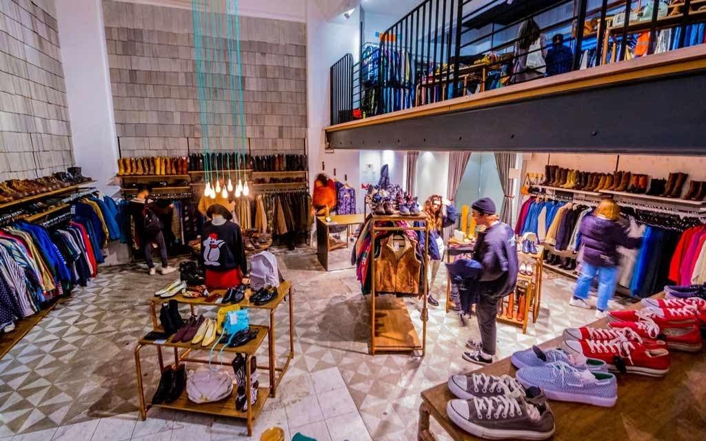 các mẫu thiết kế nội thất cửa hàng thời trang nữ