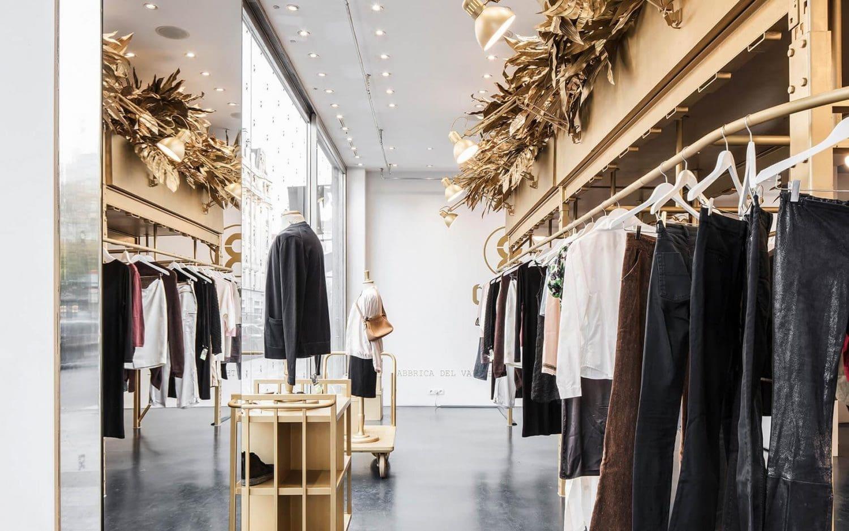 mẫu thiết kế nội thất shop thời trang đẹp nhất