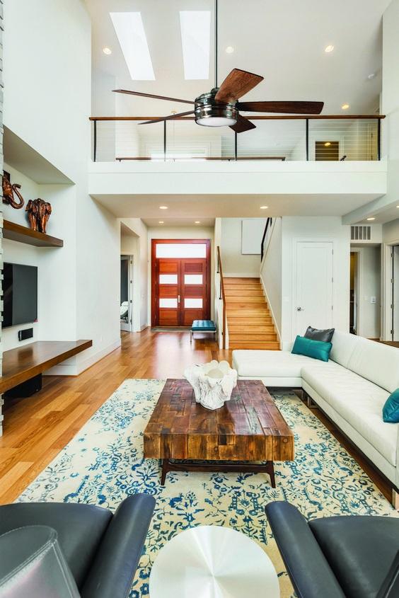 các mẫu phòng khách đẹp có cầu thang - Housedesign