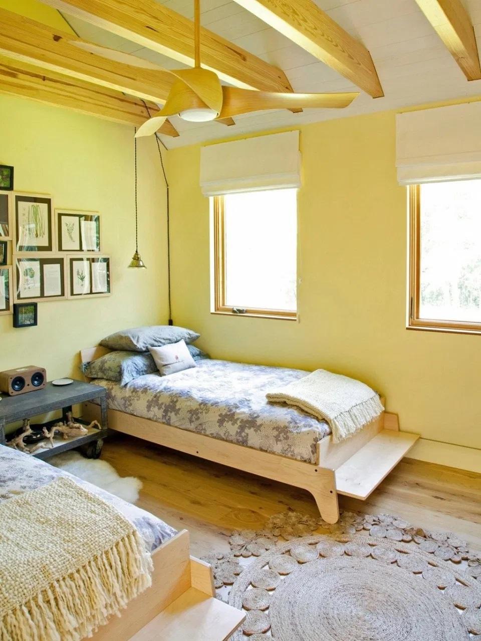 thiết kế nội thất phòng khách sạn mini tông vàng - Housedesign